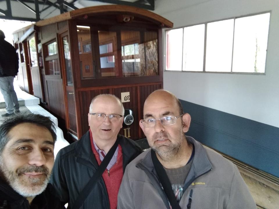 Socis del Club Ferroviari de Terrassa, a la represa del servei del Funicular de Gelida
