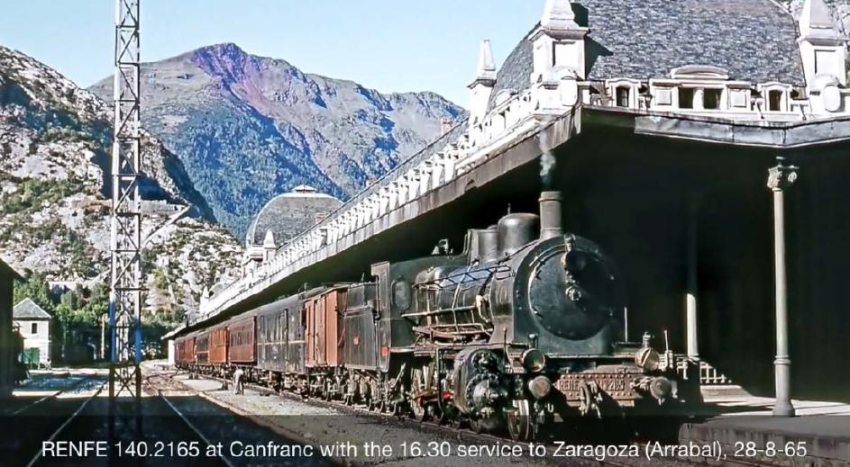 *** Fotografies a colors de locomotores de vapor de la RENFE de l'Ian Turnbull. Eloi Mateu