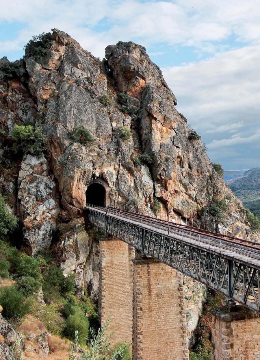 *** Viatges en cabina descapotada, per vies abandonades de la  RENFE. Xat del CFT. Roberto Hernàndez