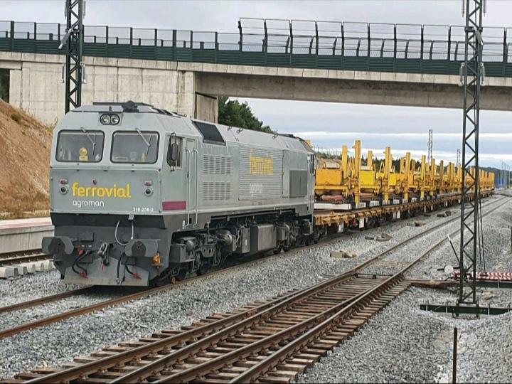 Transporte de desvio 17.000 para Taboadela para la LAV Madrid-Galicia. Roberto Hernández.