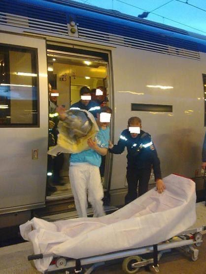 Atrapado en el váter de un tren cuando intentaba rescatar su teléfono móvil